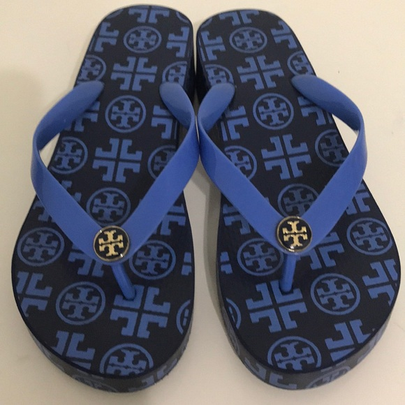 f34c509e0 Tory Burch Printed Carved Wedge Flip Flop. M 5c7291befe515180653800fa